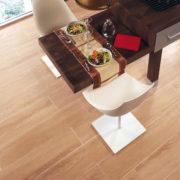 Kraft Fliesen GmbH | Kein böses Erwachen nach der Party - Der robusten Holzfliese können auch Tanzschuhe nichts anhaben